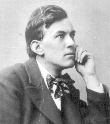 young-aleister-crowley
